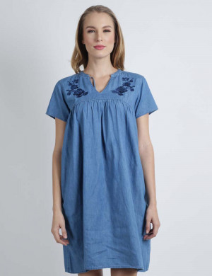 Freshgear Chambray Dress W/ Rose Embro In Blue